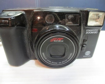 1989 Minolta Freedom Zoom 90 With 2 Rechargeable Batteries