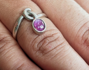 Fine Gemstone Ring with an oval shaped  purple Star Sapphire 1 ct Sterling Silver 925 size 6.5 (GR118)