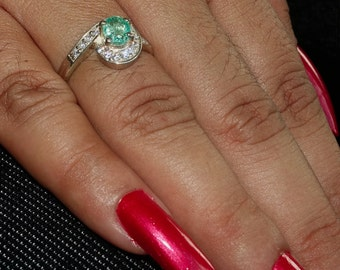 Artistic Gemstone Ring with an oval shaped green Emerald Sterling Silver 925 size 6.5 (GR456)