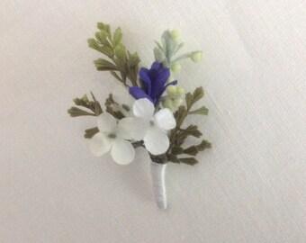 Boutonnière Grooms Boutonnière Groomsmen Wedding Boutonnière Flower Boutonnière White Purple Flower Boutonniere