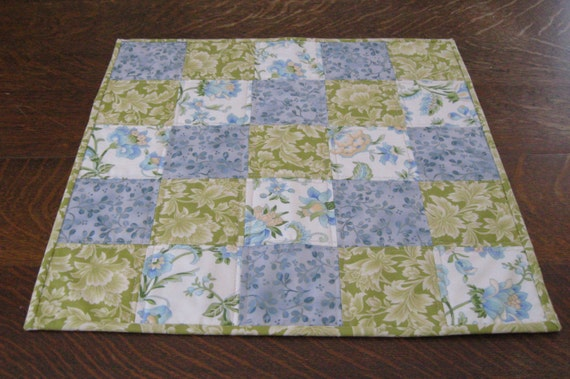 Quilted table topper, table topper, quilted candle mat, candle mat, patchwork table topper, quilted patchwork table topper