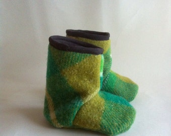 baby pure wool Juniper boots in kelly green and pistachio 12-18 months