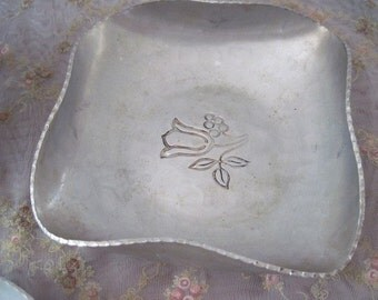 Bowl Aluminum Dish Large Hand Wrought Etched Tulip Buenilum Vintage Crimped Edge Hammered