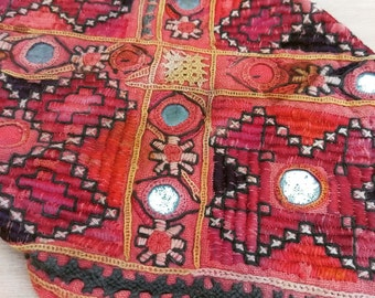 Embroidery - old handmade embroidery - Pakistan tribe embroidery - Pakistan tribes antique textiles - old silk embroidery -  flat stich -