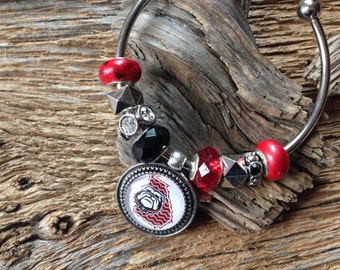 Georgia Bulldogs beaded bracelet: UGA chevron bulldog charm bangle