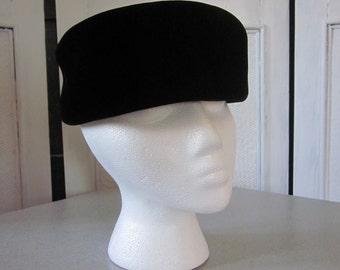 1960s Black Velvet Pillbox Hat with Grosgrain Ribbon Bow