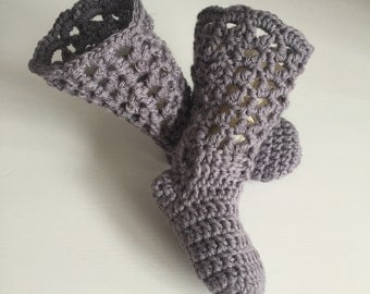 Baby leg-warmers with feet, long booties, lilac booties, knee length booties, baby-wearing booties, long socks, Size 3-6 months.