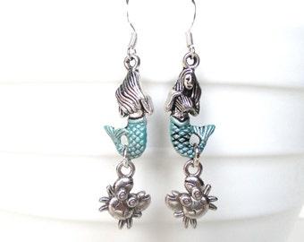 Mermaid earrings with tiny crabs - Mermaid charm earrings - Whimsical jewellery - Mermaid jewellery - Beach earrings - Stocking stuffer - UK