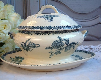 Antique french teal blue transferware covered sauce boat. Blue transferware. Brids Insects Flower. Covered sauce tureen. French transferware
