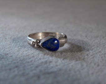 Vintage Sterling Silver Ring with a Side Set Pear Shaped Lapis Stone, size 5     **RL
