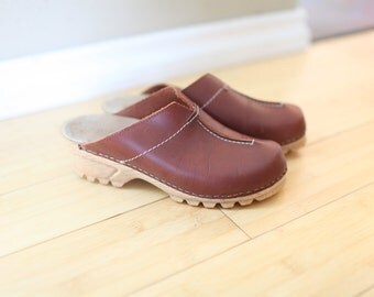 vintage italian brown leather clogs womens 6  37 *