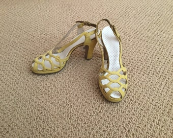 1950s yellow heels size 7 1/2 narrow