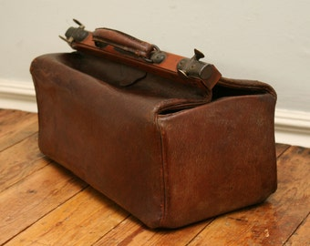 Lovely old Gladstone bag