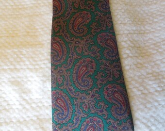 """mens 100% silk necktie, Jonathon Lake, approx. 55 1/2"""" long and 3 1/2"""" at widest point, green paisley, accessory, prof. cleaned"""