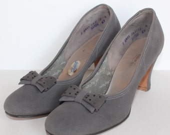 1940's 1950's Grey Suede Vitality Court Shoe - Vintage - Gray - UK 5.5 - US 8