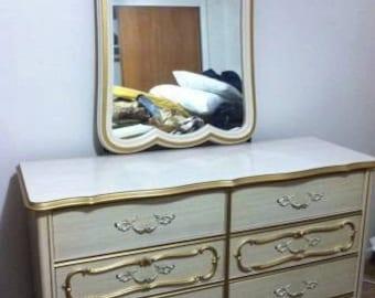 Vintage French Provincial Dresser/Bureau/Chest of 6 Drawers w/Original Mirror 1950-60s