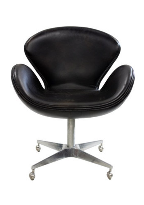 Reproduction swan chair by arne jacobsen black leather for Arne jacobsen reproduktion