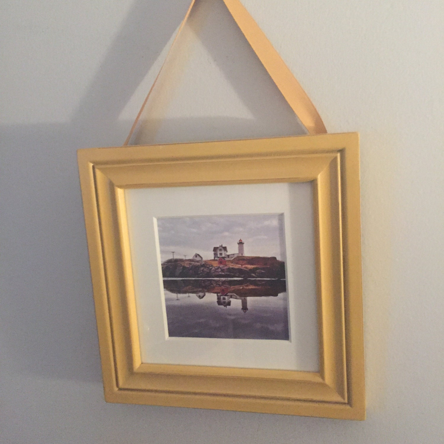 Yellow frame ribbon hanger with small Nubble print