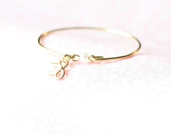 Girl's Tiny Pearl and Bow Bangle,  Pearl and Bow Bangle, New Baby Bangle, Flower Girl Pearl Bangle, Little Pearl with Bow Bracelet