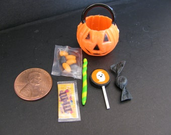 1:6 scale Halloween Treat Pumpkin w/ candy for Barbie, Ginny, Fashion Royalty, Blythe, or Momoko