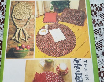 Simplicity 8408 braided rug pillow coaster placemat napkin ring wall hanging pattern