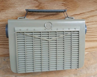 1956 RCA-Victor AM tube radio; Model 7-BX -5JJ