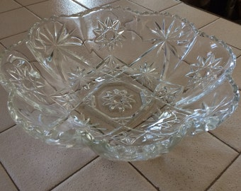 """Beautiful Ruffled 11"""" Paneled Bowl in Prescut-Clear by Anchor Hocking ~ Rare"""