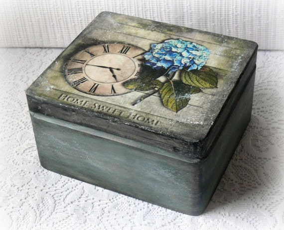 Vintage style wooden box keepsake box decoupage box for Old wooden box ideas
