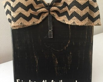 """Black Rustic Primitive Distress Painted Wood Block Frame with Black Chevron Burlap Bow & Vinyl Lettering """"Friends are the Family We Choose"""""""
