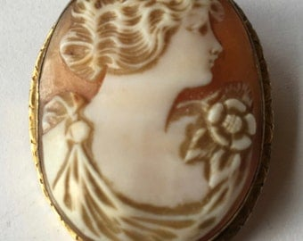 Antique Carved Shell Lady Cameo Brooch Pendant in Gold Filled Frame