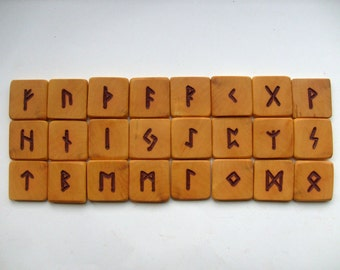 OLDER FUTHARK | Carved in boxwood | Rune set