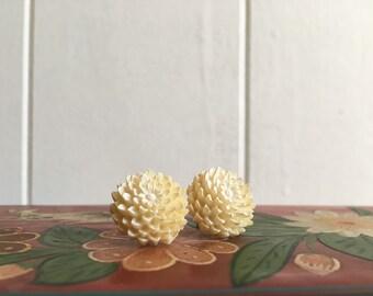 white flower studs ~ vintage 3D floral earrings