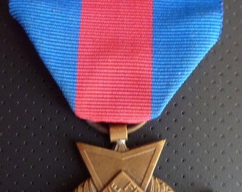 Scarce French Medal - Services Militaires Voluntaires. Awarded For Five Years Service In The Reserves.