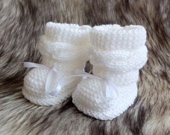 White baby boots Knit Baby boots Baby booties Knitted baby shoes Baby girl shoes Infant shoes