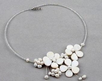 Elegant sparkling pearl bridal jewelry