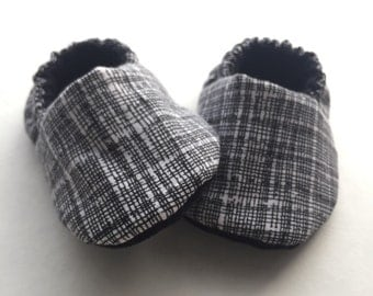 Baby slippers, baby shoes, baby booties, newborn slippers, newborn shoes, infant shoes, infant slippers, crib booties, toddler shoes