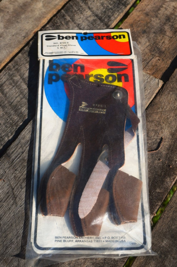 Archery shooting glove, Ben Pearson New vintage vinyl archery glove, Large
