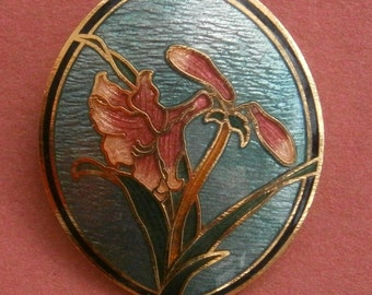 B419)  A lovely gold tone metal enamel blue and pink cloisonne oval floral  brooch