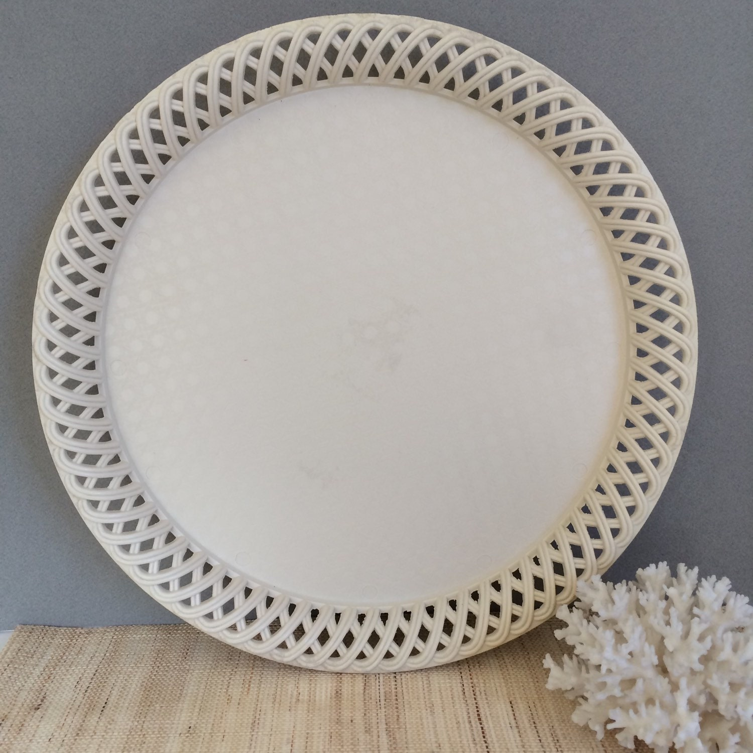 vintage round tray plastic tray large round tray shabby. Black Bedroom Furniture Sets. Home Design Ideas