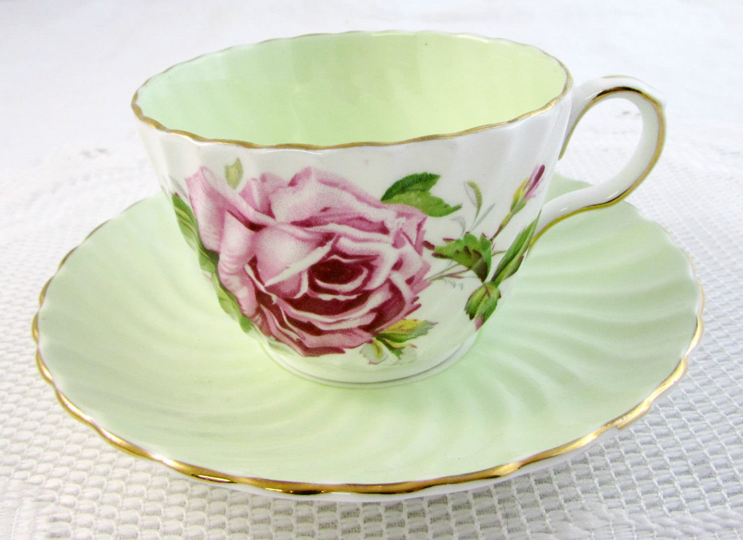 aynsley tea cup and saucer with cabbage rose green swirled. Black Bedroom Furniture Sets. Home Design Ideas