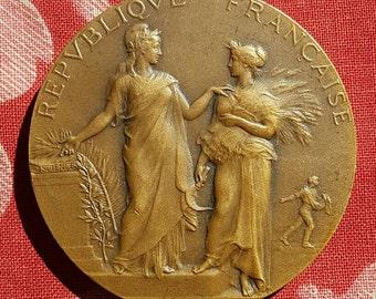 Antique French Republique Francaise Ministère de l'Agriculture Bronze Medal-Concours Central Hippique PARIS 1913