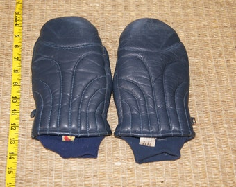 Vintage 1970's -  Kombi Mittens in Blue/Navy Leather. Down and Leather -