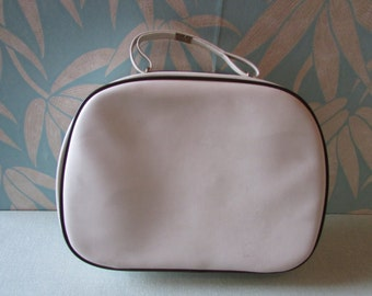 1960s white vinyl/leatherette travel/overnight bag, contrast piping