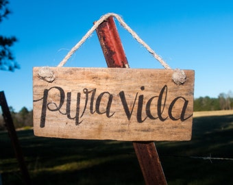 Pura vida Pallet sign Adventure sign Traveling sign Outdoor Living Spanish sign Wooden signs Dorm art Dorm signs Costa Rica Travel gift