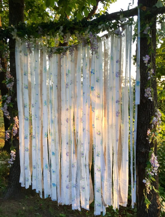 Shabby chic wedding arch decorationslong background for Shabby chic garland lights