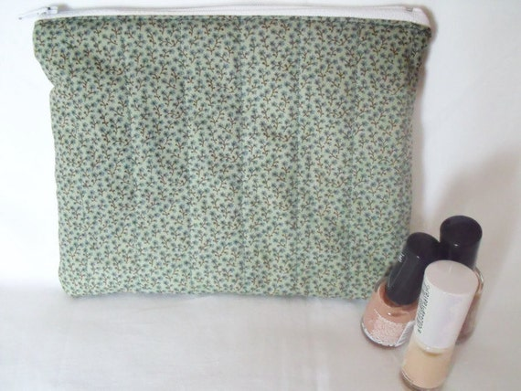 zipped pouch, cosmetic bag, coin purse, make up bag, pencil case, phone holder, small quilted bag, green ditsy print cotton fabric