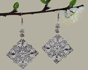 Romantic chic jewelry, labradorite jewelry, handmade silver dangle earrings romantic chic, earty jewelry silver, labradorite earrings, scy