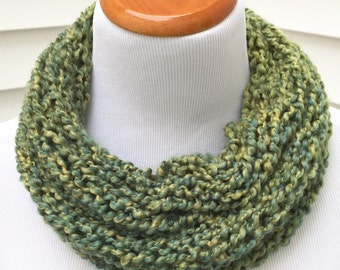 St. Patrick's Day Scarf Green Scarf Spring Scarf Holiday Scarf Christmas Scarf Green Knitted Infinity Eternity Cowl Chunky Winter Scarf