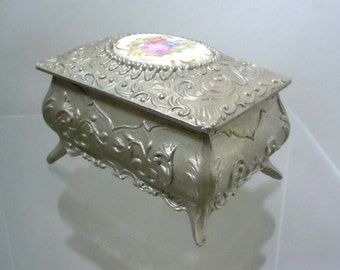 Vintage Roccoco Style Trinket Jewelry Box Porcelain Garden Frolic Scene