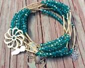 Teal Green Beaded Charm Bracelet Set with gold plated charms - Semanario pulseras color aqua verde con dijes y separadores chapa de oro